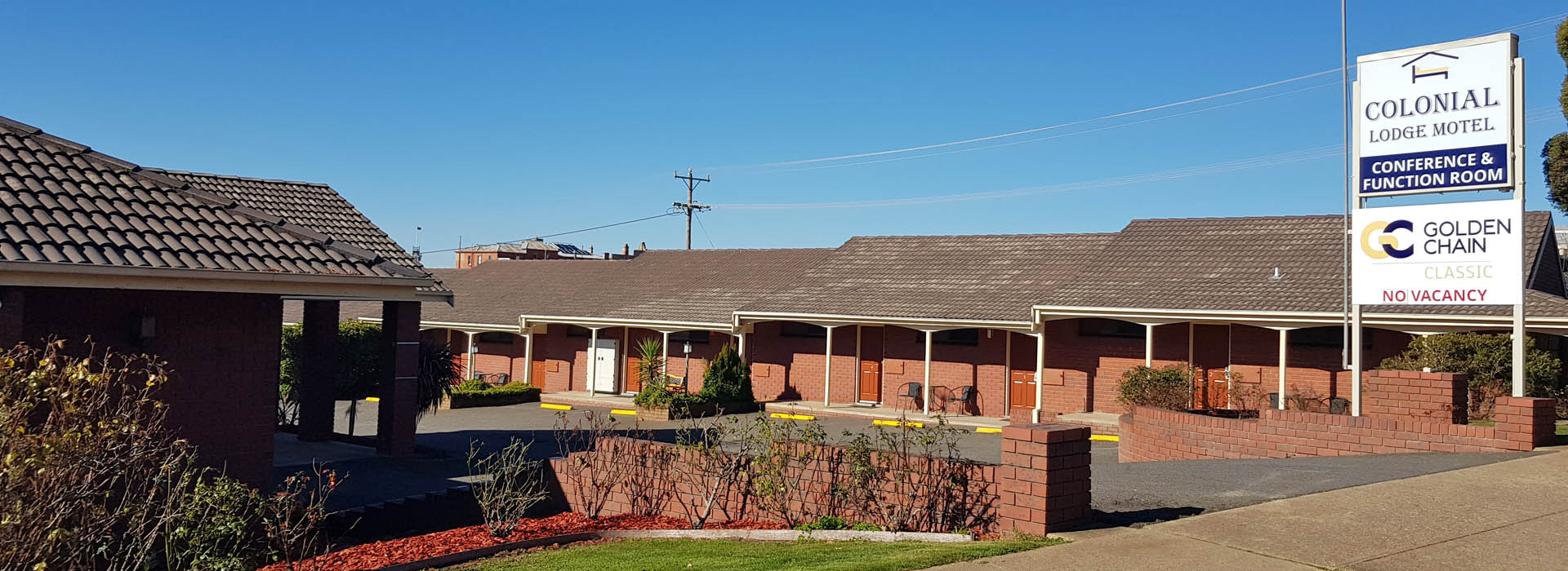 Golden Chain Ararat Colonial Lodge Motel features 19 spacious ground floor units with convenient off road parking.